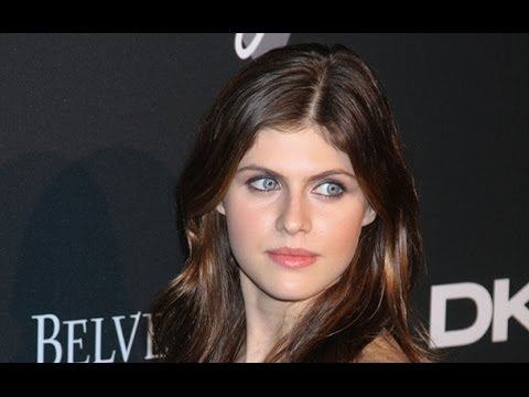 True Detective Breakout Star Alexandra Daddario Is Making Moves On The Men Of New Girl Youtube