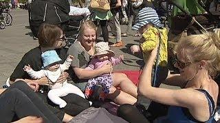 Download Video زنان دانمارکی می خواهند آزادانه به کودکان خود شیر بدهند MP3 3GP MP4