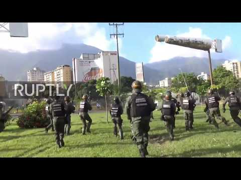 Venezuela: National Guard defends military base from opposition protesters