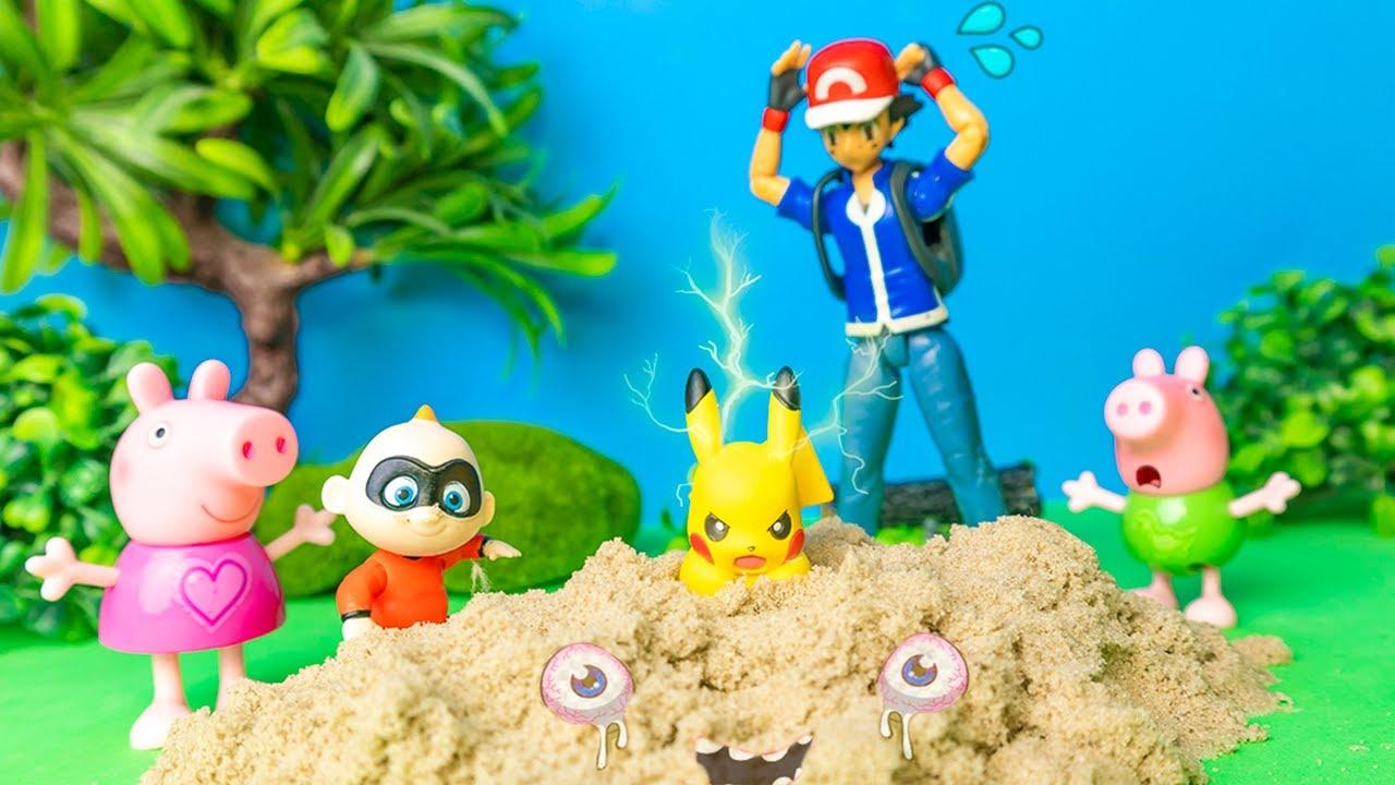 Peppa Pig e o Bebê Super Herói Salvando o Pikachu da Areia Movediça!! Em Português!
