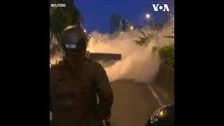 香港警察在沙田大围发射多枚催泪弹清场