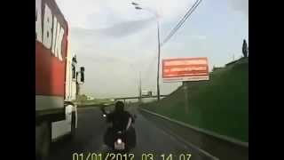 СЕКС на мотоцикле во время езды.
