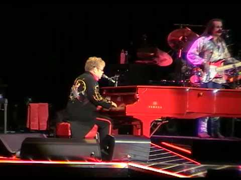 ELTON JOHN - Bennie And The Jets (Moscow)