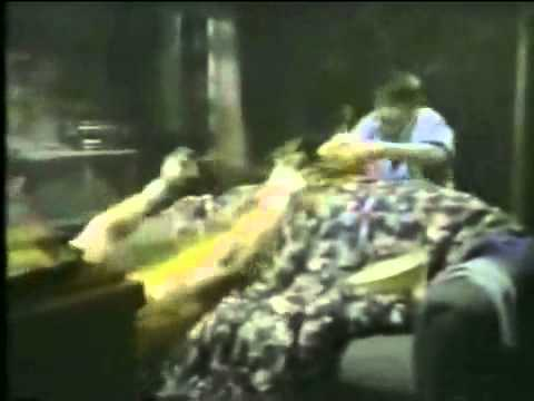 Akklaim Wireless Remote Controller (Nintendo NES) - Retro Video Game Commercial / Ad