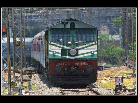 Grand Arrival of RAJDHANI EXPRESS into Kalyan Junction - 12432 TVC Rajdhani !!