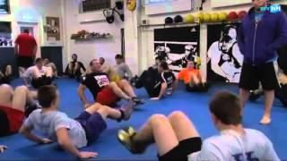 De worstelaars van de Mohawk Valley Wrestling Club trainen bij Kops Gym in Amsterdam.