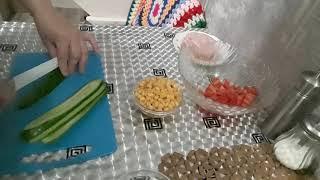 Салат с ветчиной,помидорами и огурцами