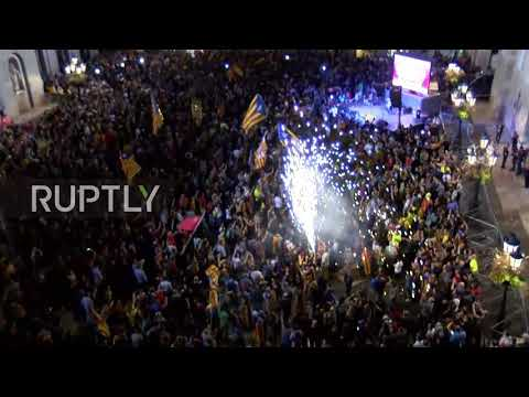 Spain: Barcelona square jampacked with Catalan independence