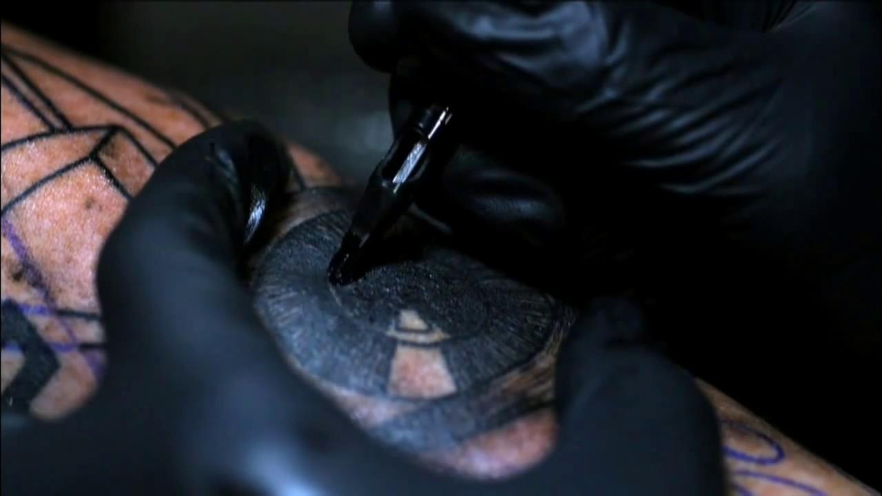 Robienie Tatuażu W Zwolnionym Tempie