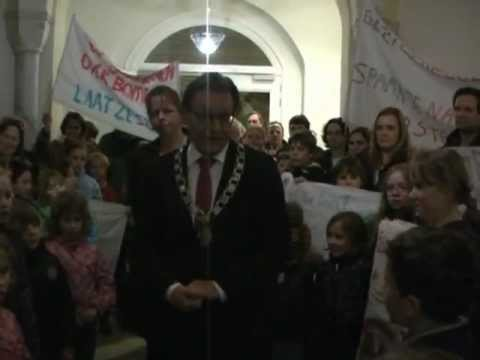 Nieuwsbode - Zeist: Kinderen demonsteren in gemeentehuis Zeist