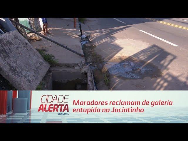 Moradores reclamam de galeria entupida no Jacintinho