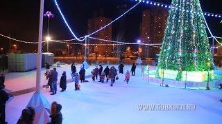 Новогодняя ёлка вечером в Губкине