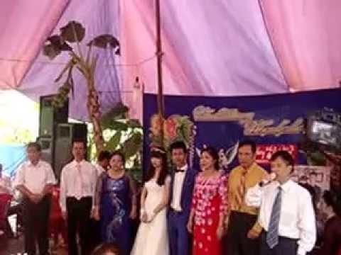 Đại diện nhà trai phát biểu đám cưới