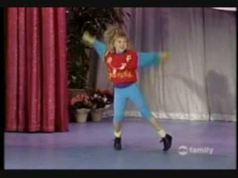Stephanie Tanner dancing