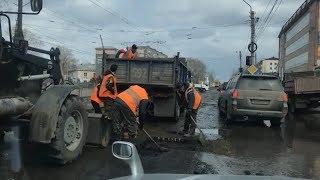 Епічність ямковий ремонт на перехресті вулиць Мерліна і Гастелло (11.04.18 р., Бийское телебачення)