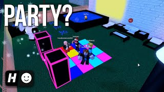 When You Host A Party At Party Island (with a mansion)... | Roblox Work at a Pizza Place