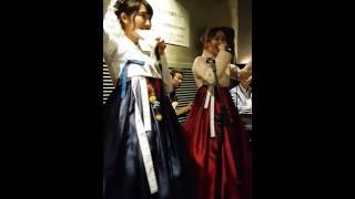 한국막걸리협회는 일본의 유명 아이돌그룹 출신 코하라 하루카(小原 春...