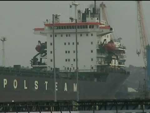 Bulk Carrier Ignacy Daszynski departing Tyne Dock February 2009