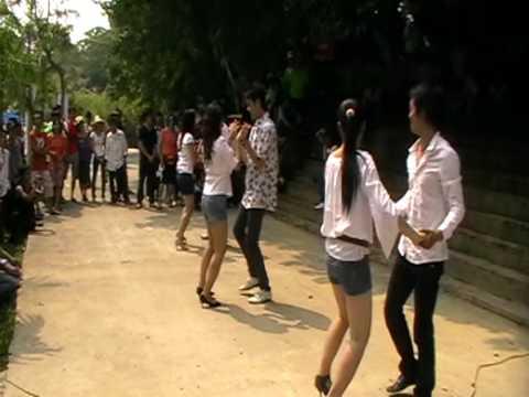 Các e sinh viên nhảy Bachata