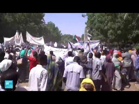 ...آلاف السودانيين المساندين للجيش يتظاهرون في الخرطوم