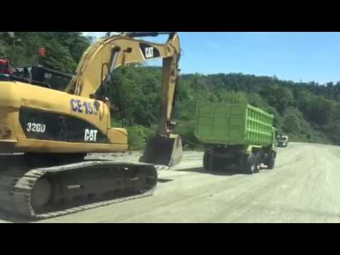 Truck narik Excavator