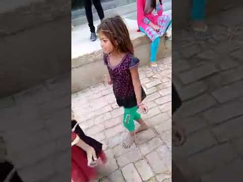 Honth lali se roti bor ke cute little girl...
