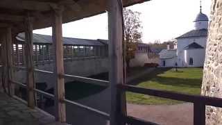 Изборск крепость. Видео прогулка с мобильным по крепостной стене .