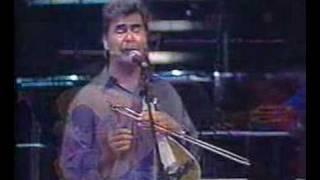 Skoulas: O kinigos & Stou Psiloriti tin korfi (live, 2001)