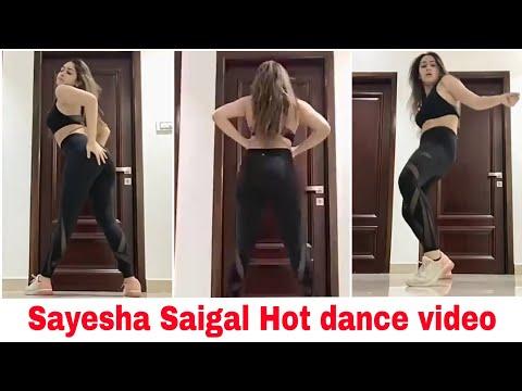 Sayesha Saigal hot dance video during lockdown | Amazing dance video