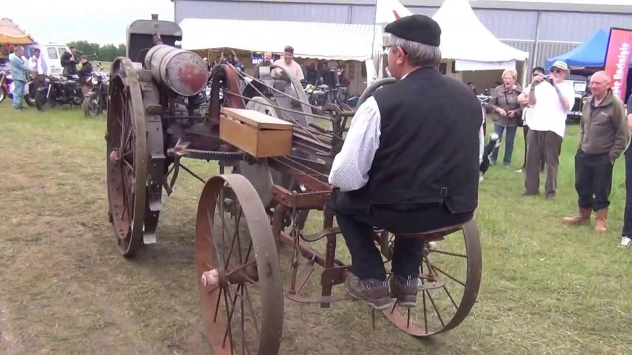 locomotion en f te 2013 vieux tracteur agricole youtube. Black Bedroom Furniture Sets. Home Design Ideas