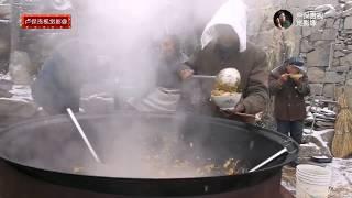 天寒地凍,看看山里的廚師們大雪天是怎樣做飯的,太難了! 【卢保贵视觉影像】