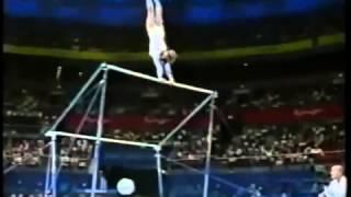 女子體操選手比賽中發生意外