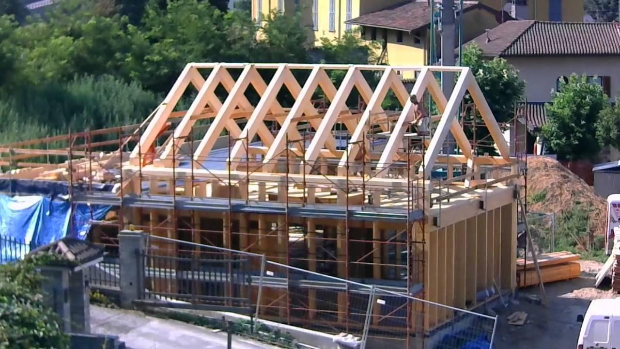 Casa in paglia a castello di brianza struttura in legno e for Piani di casa di balle di paglia gratis