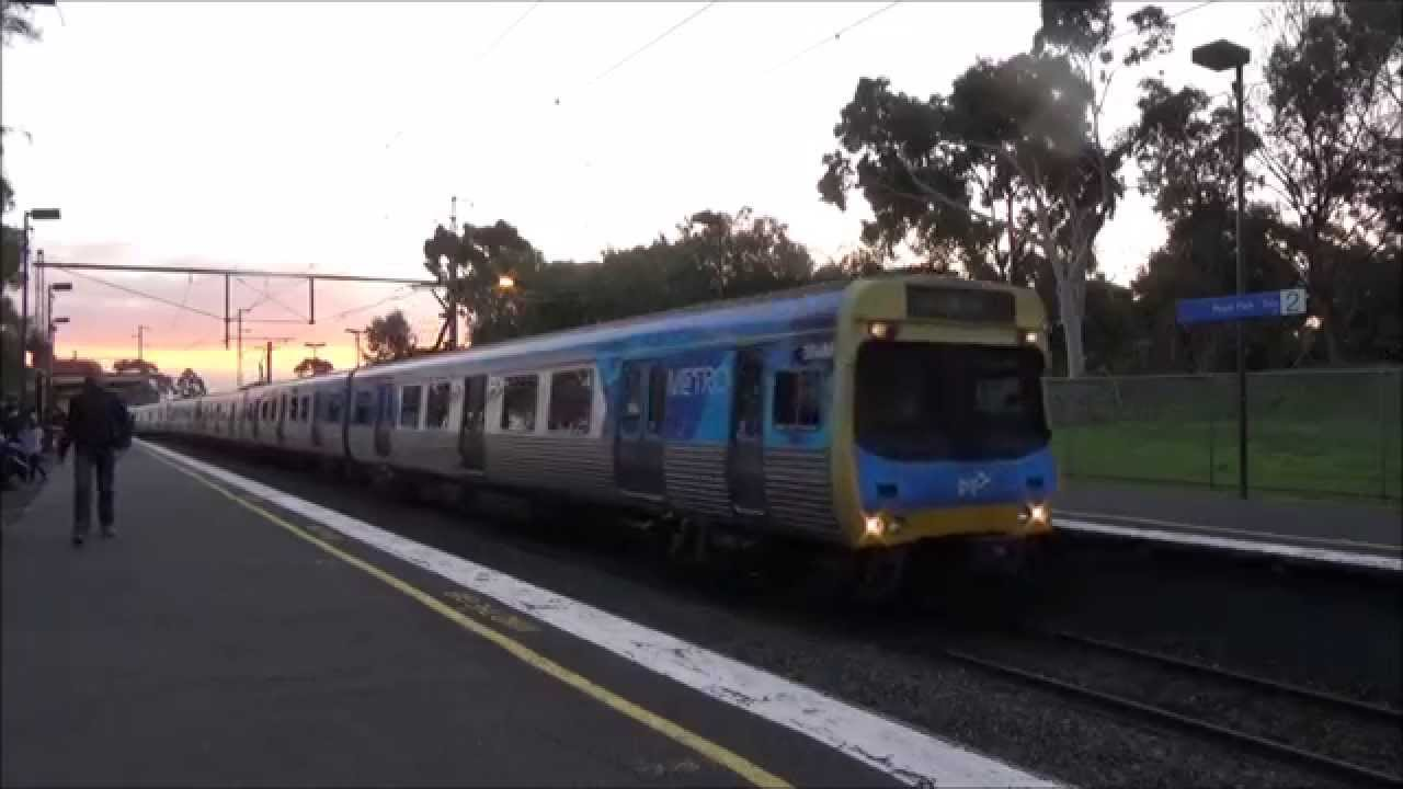 how to get to royal melbourne hotel by train