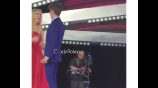 Lele Pons and Juanpa Zurita kiss live at MTV awards