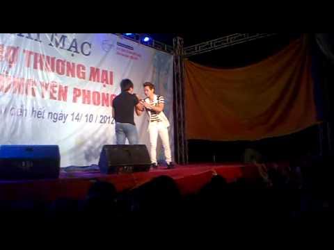 Chu bin hát ở hội chợ Yên Phong - Bắc Ninh vs 1 thằng siêu hài =))