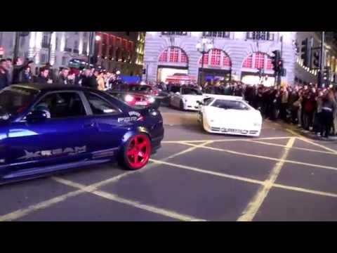 Piccadilly Boy Racers hit London, Piccadilly Circus