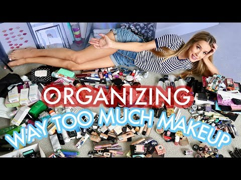 ORGANIZING MY MAKEUP ROOM AND LEARNING TO LOVE MYSELF | leighannsays