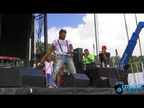 Jacquees performs