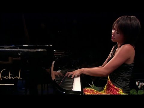 a review of the rachmaninoffs piano concerto no 2 performed by yuja wang