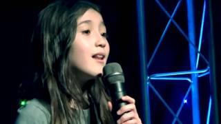 9歳でも感情たっぷり歌い上げてます。