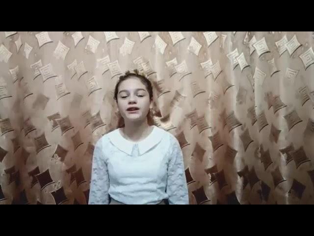Изображение предпросмотра прочтения – ДарьяИшкова читает произведение «Отговорила роща золотая...» С.А.Есенина