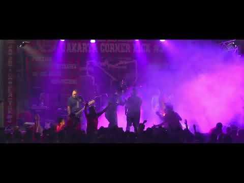 STRAIGHT ANSWER Live At JAKARTA CORNER KICK 3