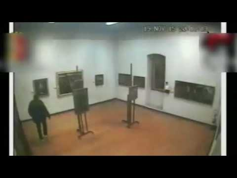 Italian art thieves caught on CCTV clearing out a gallery
