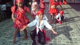 Dennis bailando mueve tu cucu