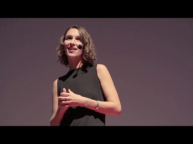 Les femmes entrepreneures : une réponse au développement | Chloé Roncajolo | TEDxAbidjan