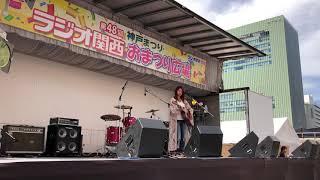 「第48回神戸まつり」のラジオ関西おまつり広場のステージ裏や、出演者...