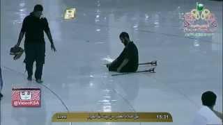 معاق يصلي و أمرأه مسنه تدعو الله .. كلاهما تحت المطر في الحرم المكي .. مكه المكرمه