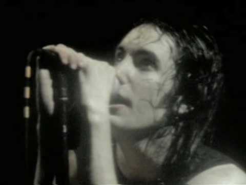 Nine Inch Nails: Hurt (live) (1995)