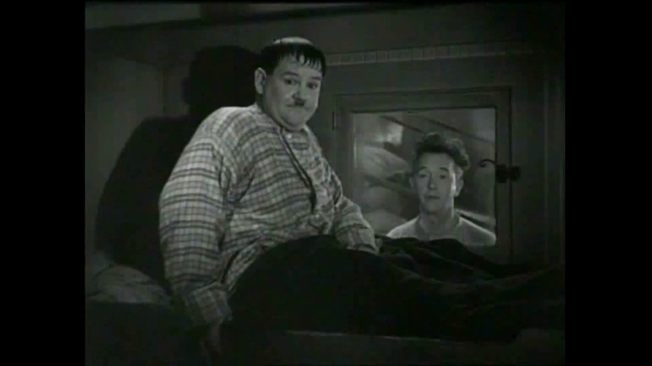 Download Laurel and Hardy see a ghost